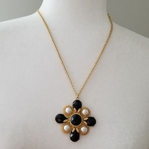 Jewelry - Beauitful Medallion Necklace